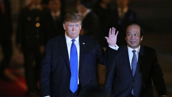 Tổng thống Mỹ Donald Trump tới Việt Nam tối 26/2.