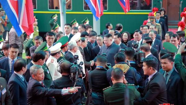 Hình ảnh ông Kim đến ga Đồng Đăng được hãng KCNA đăng tải.