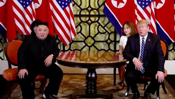 Ông Trump và ông Kim tại cuộc gặp sáng nay.