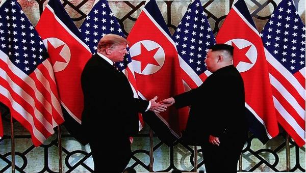Ông Trump và ông Kim tại cuộc gặp ở Hà Nội.