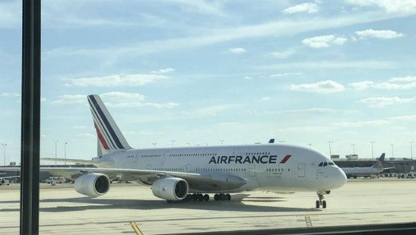 Trục trặc động cơ, máy bay Pháp chở hơn 500 hành khách hạ cánh khẩn