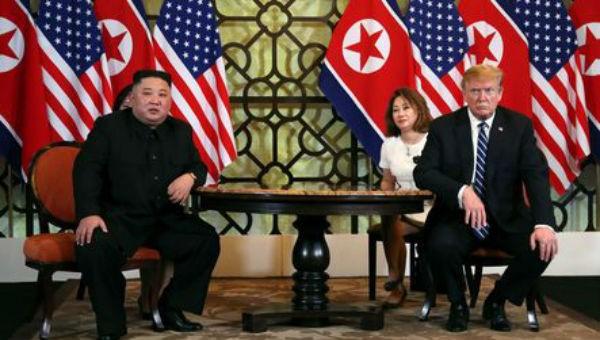 Ông Trump và ông Kim tại hội nghị ở Việt Nam.