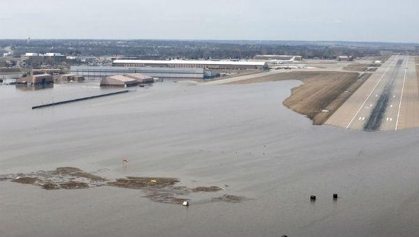 Căn cứ không quân Mỹ ở Nebraska ngập trong nước.
