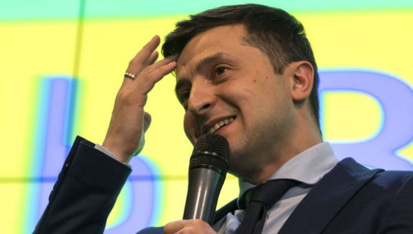 Diễn viên hài dẫn đầu trong cuộc bầu cử tổng thống ở Ukraine