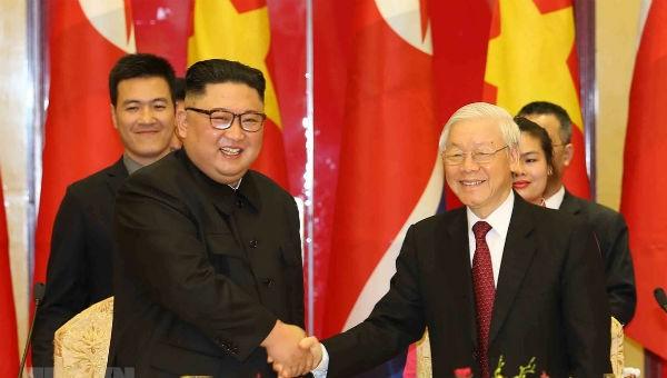 Tổng Bí thư, Chủ tịch nước Nguyễn Phú Trọng và Chủ tịch Triều Tiên Kim Jong-un trong chuyến thăm hữu nghị chính thức Việt Nam của ông Kim. Ảnh: TTXVN