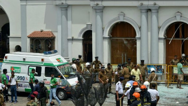 Cảnh sát tại nhà thờ St Anthony - nơi xảy ra vụ tấn công đầu tiên