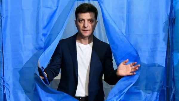 Diễn viên hài thắng vang dội trong bầu cử tổng thống ở Ukraine