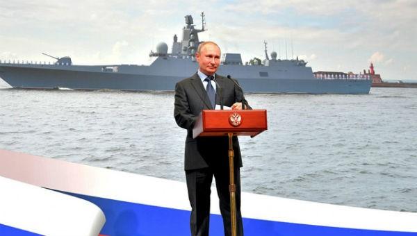 Tổng thống Nga Putin phát biểu tại lễ ra mắt con tàu.