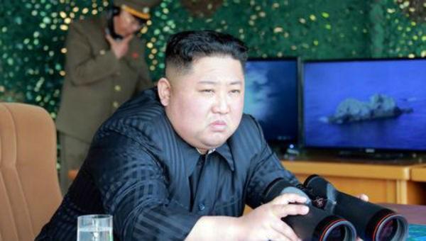 Nhà lãnh đạo Triều Tiên Kim Jong-un đích thân giám sát cuộc diễn tập.