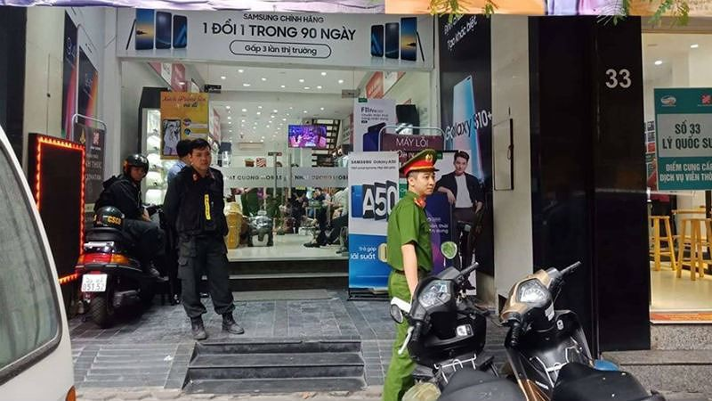 Cửa hàng Nhật Cường Mobile tại địa chỉ 33 Lý Quốc Sư bị khám xét.