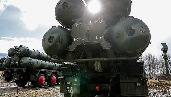 Hệ thống phòng thủ S-400 của Nga.