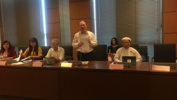 ĐB Bùi Đặng Dũng (đoàn Kiên Giang) phát biểu tại phiên họp.
