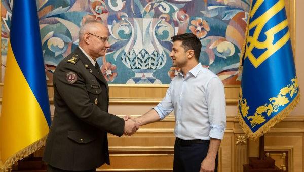 Tướng Ruslan Khomchak và Tổng thống Ukraine Vladimir Zelensky.