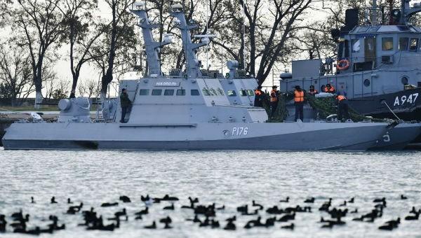 Tàu Ukraine bị phía Nga bắt giữ.