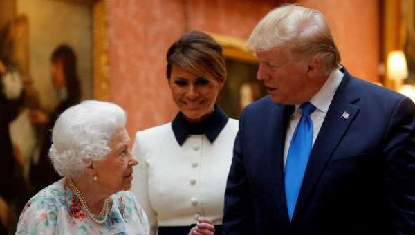 Tổng thống Mỹ và Đệ nhất phu nhân được Nữ hoàng Anh tiếp đón trọng thị.