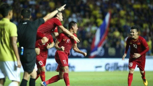 Anh Đức ghi bàn ở phút 94, giúp Việt Nam giành chiến thắng nghẹt thở trước Thái Lan.