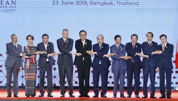 Các nhà lãnh đạo ASEAN tại lễ khai mạc Hội nghị. Ảnh: VGP