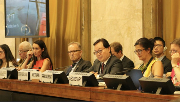 Đại sứ, Trưởng Phái đoàn Việt Nam tại Geneva Dương Chí Dũng tại phiên họp.