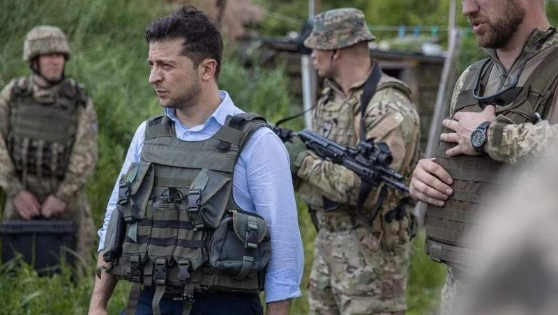 Tổng thống Ukraine Vladimir Zelensky tới thăm khu Donetsk.