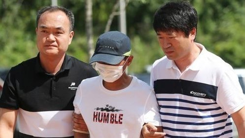 Người chồng ra trình diện trước tòa án ngày 8/7.