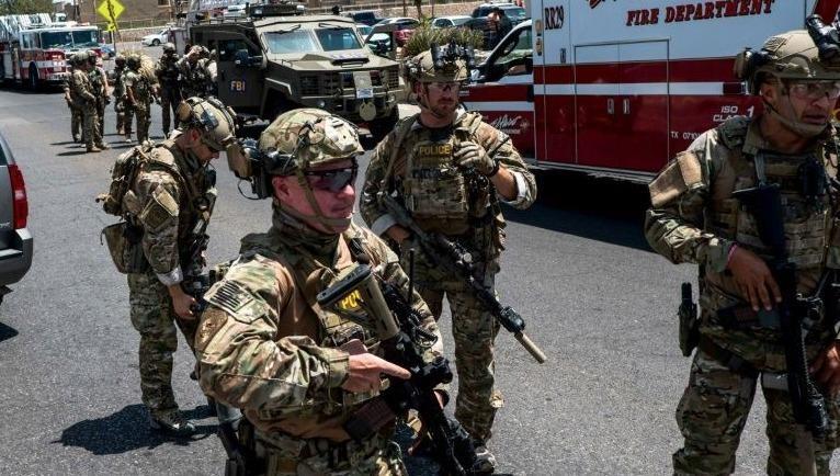Lực lượng chức năng Mỹ tại hiện trường vụ việc.