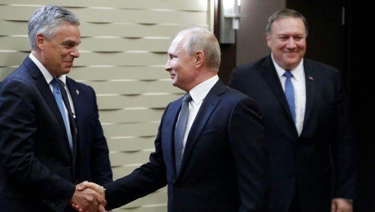 Ông Huntsman và Tổng thống Nga Putin.
