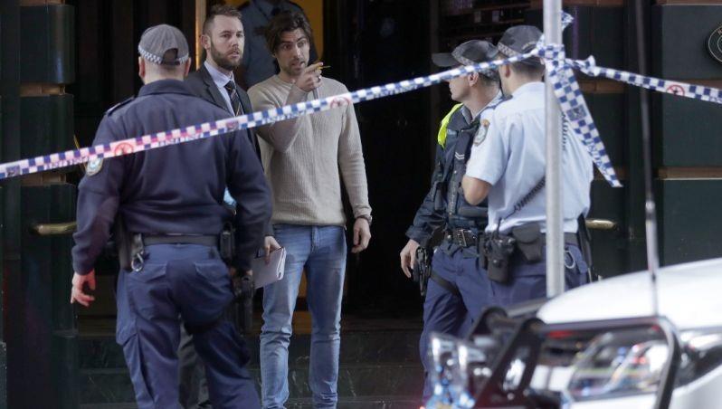 Giới chức Australia tại hiện trường vụ việc.