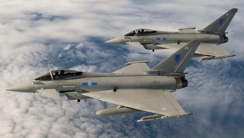 Máy bay chiến đấu Anh theo sát Su-30 của Nga ở biển Baltic