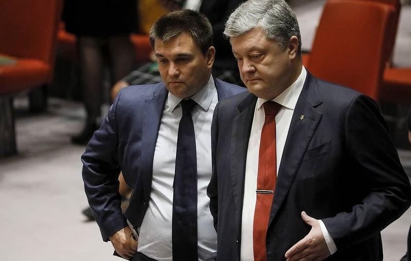Cựu Tổng thống Ukraine Pyotr Poroshenko (bên phải).