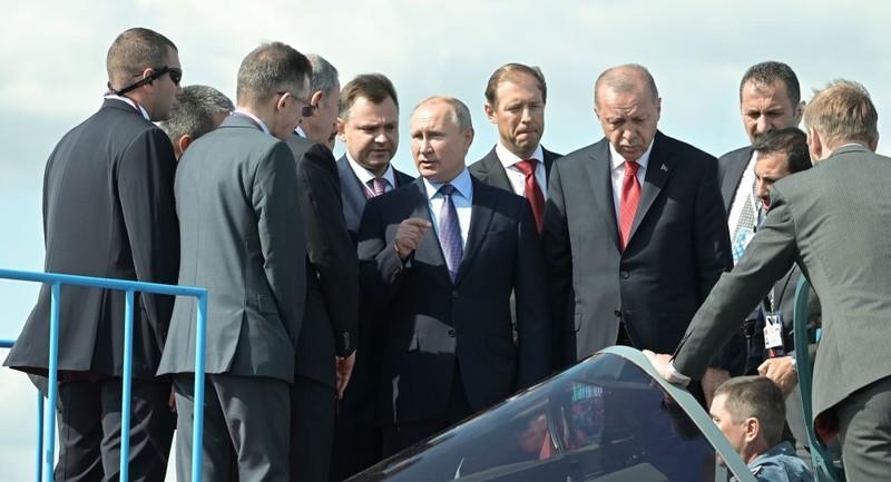 Tổng thống Nga Vladimir Putin và người đồng cấp Thổ Nhĩ Kỳ Recep Tayyip Erdogan thăm Triển lãm Hàng không Quốc tế MAKS-2019.