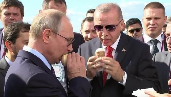 Tổng thống Nga Putin mua kem mời người đồng cấp Thổ Nhĩ Kỳ Erdogan