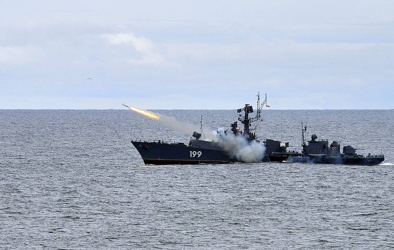 Máy bay, tàu chiến Nga diễn tập tiêu diệt tàu ngầm ở Crimea