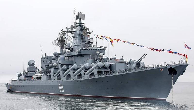 Tàu tuần dương mang tên lửa Varyag của Nga.