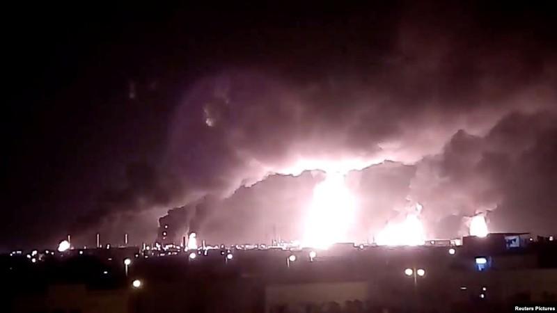 Giá dầu tăng hơn 10% sau các vụ tấn công nhà máy lọc dầu Ả rập Xê-út