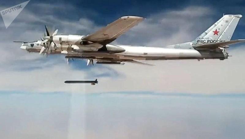"""Hé lộ sức mạnh tên lửa """"phương Tây không thể với tới"""" của Nga"""