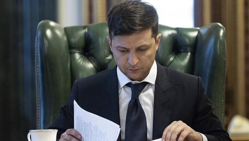 Người Ukraine đòi ông Zelensky công bố nội dung điện đàm với Tổng thống Nga Putin