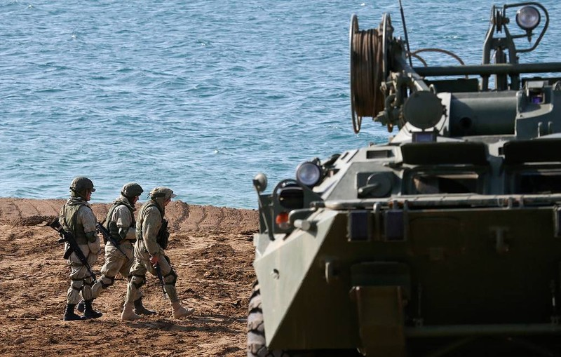 Hạm đội Nga đưa tổ hợp tên lửa sức hủy diệt 'khủng' diễn tập đổ bộ ven biển Crimea