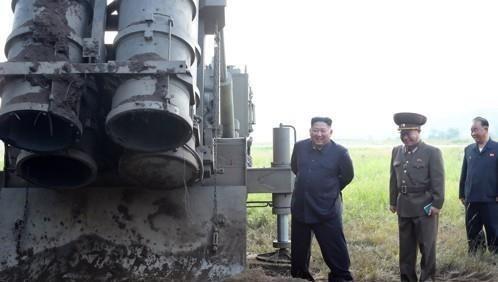 Nhà lãnh đạo Triều Tiên Kim Jong-un thị sát bệ phóng tên lửa ở phía tây Triều Tiên đầu tháng 9.