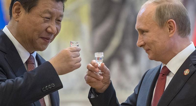 """Tổng thống Nga Putin """"tiết lộ"""" quan hệ cá nhân với Chủ tịch Trung Quốc Tập Cận Bình"""