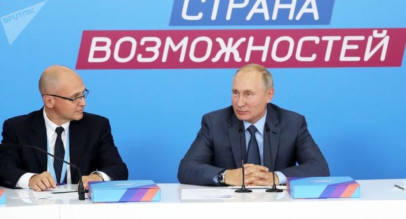 Tổng thống Nga Putin (bên phải)