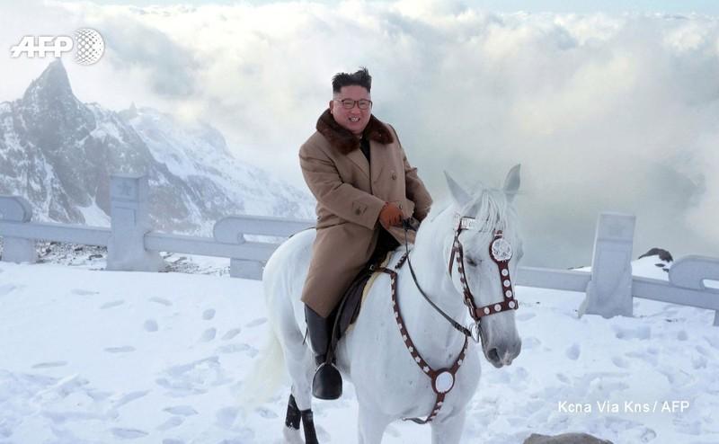 Nhà lãnh đạo Triều Tiên cưỡi ngựa trắng lên núi thiêng báo hiệu điều gì?