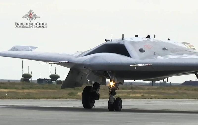 Máy bay Okhotnik của Nga.