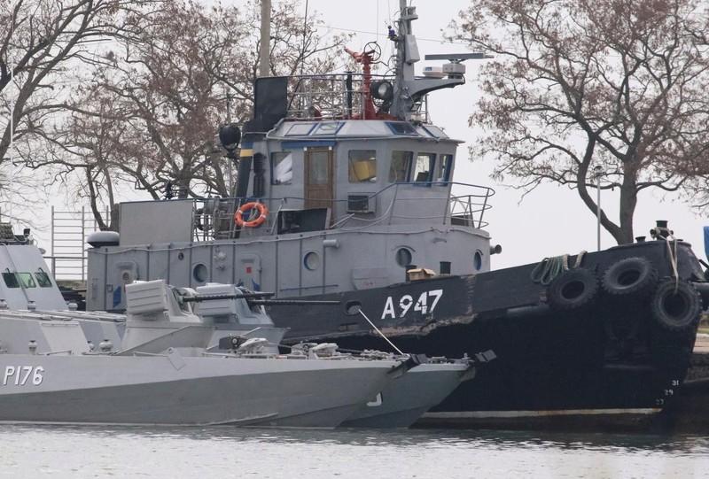 Các tàu Ukraine bị phía Nga bắt giữ.