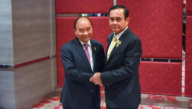 Thủ tướng Nguyễn Xuân  Phúc gặp Thủ tướng Thái Lan Prayut Chan-ocha. Ảnh: Website hội nghị.