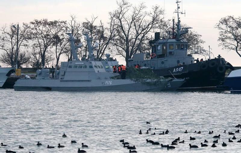 Tàu của Ukraine bị phía Nga bắt giữ.