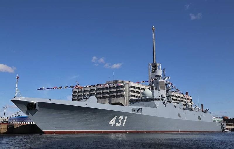'Siêu tàu' mang 16 tên lửa hành trình Kalibr của Nga diễn tập với loạt máy bay