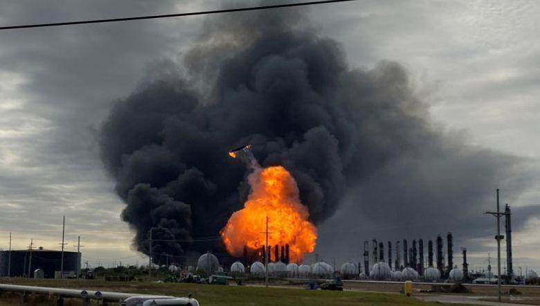Mỹ lệnh sơ tán hơn 54.000 người vì vụ nổ tại nhà máy hóa chất