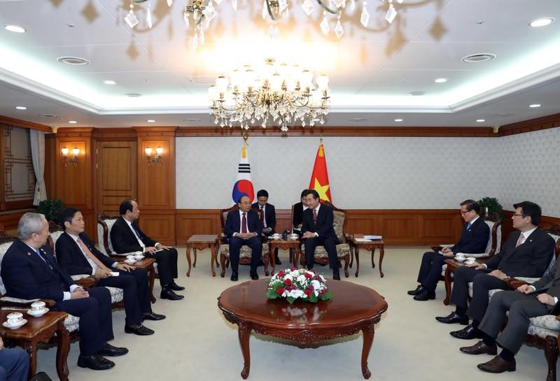 Thủ tướng Nguyễn Xuân Phúc tại buổi gặp Thủ tướng Hàn Quốc Lee Nak Yeon
