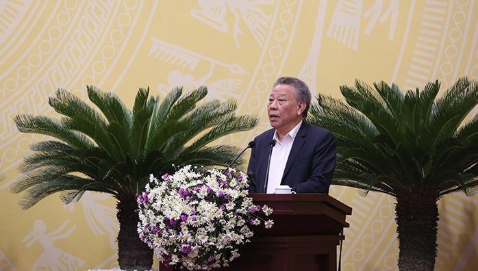 Giám đốc Sở Văn hóa và Thể thao TP Hà Nội Tô Văn Động trình bày tờ trình tại phiên họp.