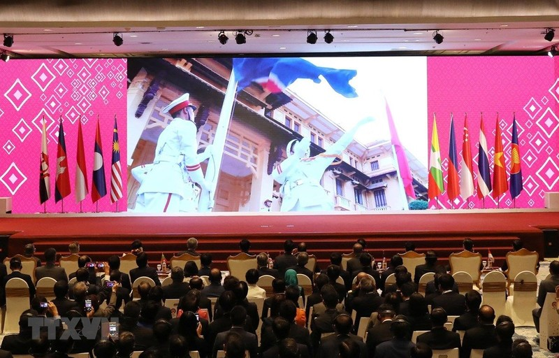 Trình chiếu video giới thiệu về Việt Nam tại lễ bàn giao chức Chủ tịch ASEAN năm 2020 cho Việt Nam. Ảnh: TTXVN